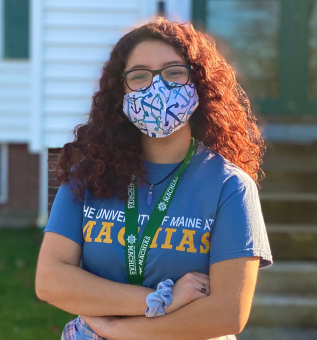 Student wearing a mask and UMM t-shirt